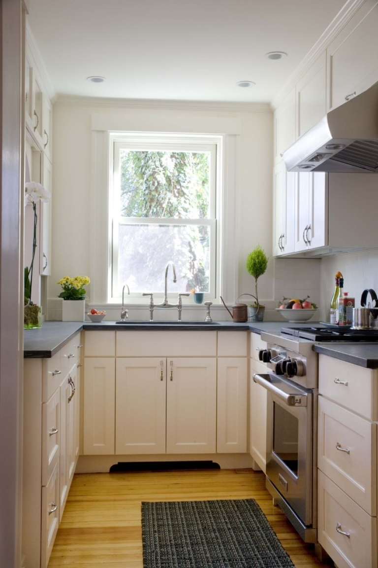 Kitchen with a sink under the window (4)