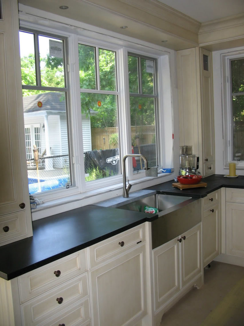 Kitchen with a sink under the window (6)