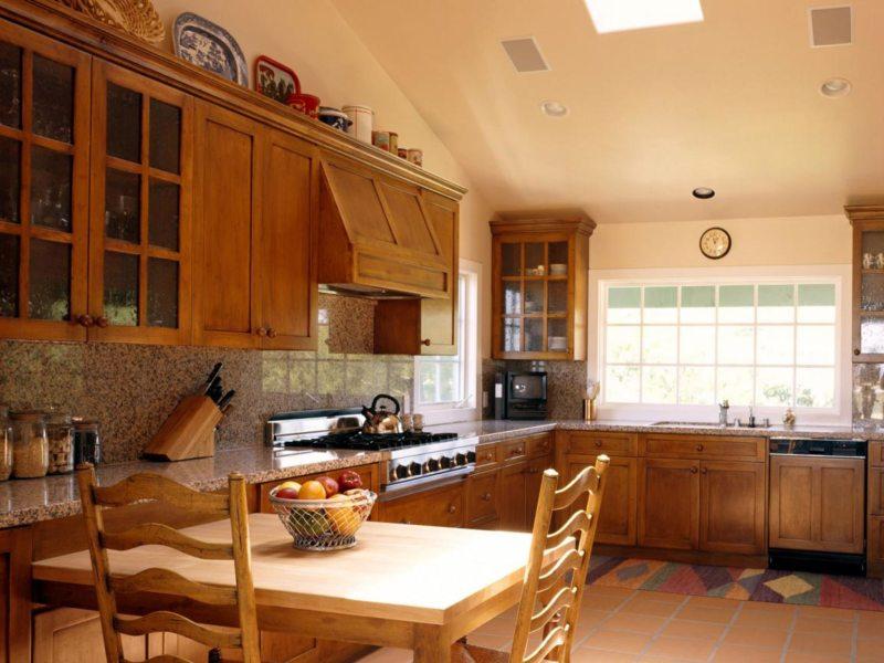 Кухня с мойкой под окном (01)