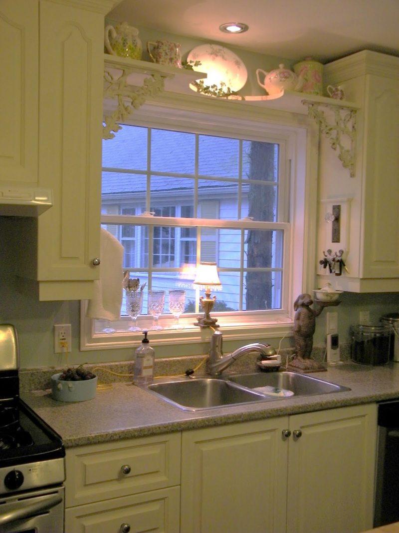 Кухня с мойкой под окном (20)