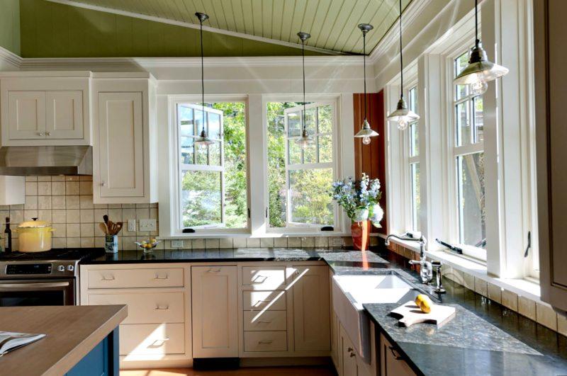 Кухня с мойкой под окном 5 (13)