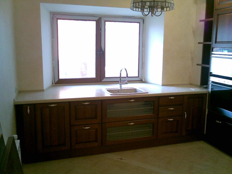 Кухня с мойкой под окном 5 (7)