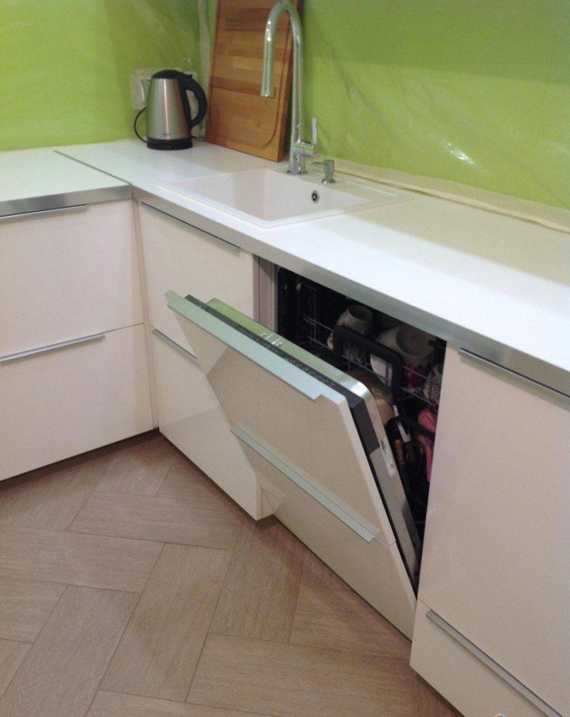 Кухня с посудомоечной машиной (13)
