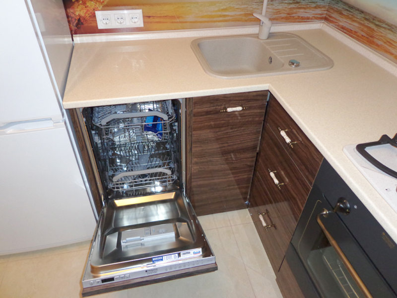 Кухня с посудомоечной машиной 5 (7)