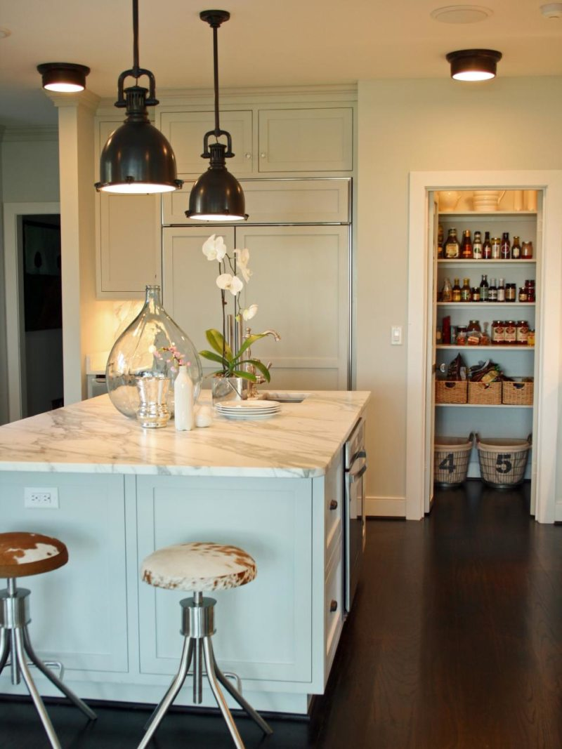 Lighting in the kitchen (2)