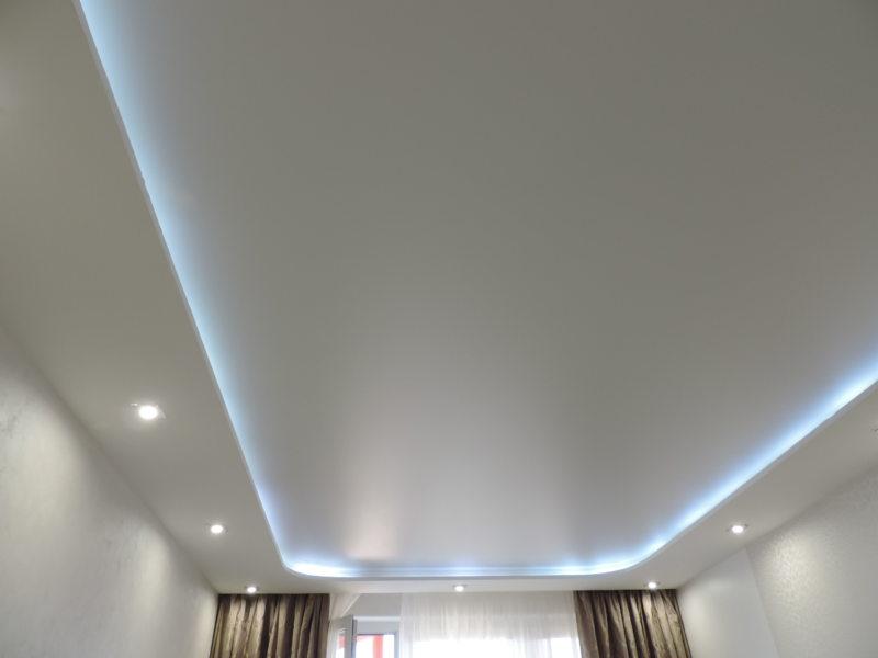 Натяжные потолки в гостиной (11)
