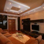 Натяжные потолки в гостиной (23)