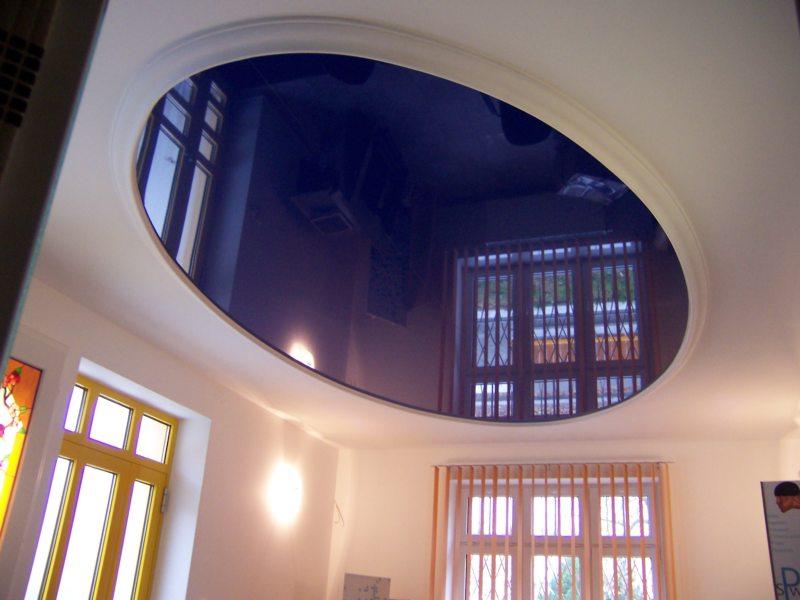 Натяжные потолки в гостиной (40)