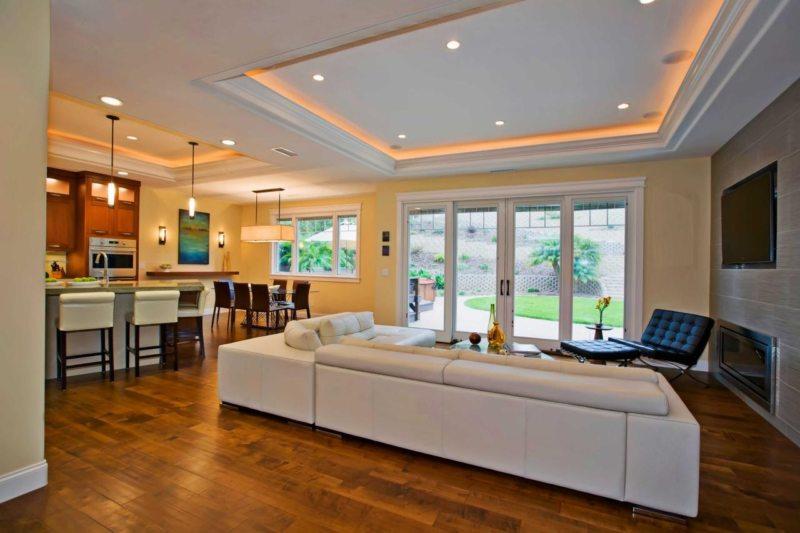 Натяжные потолки в гостиной (55)