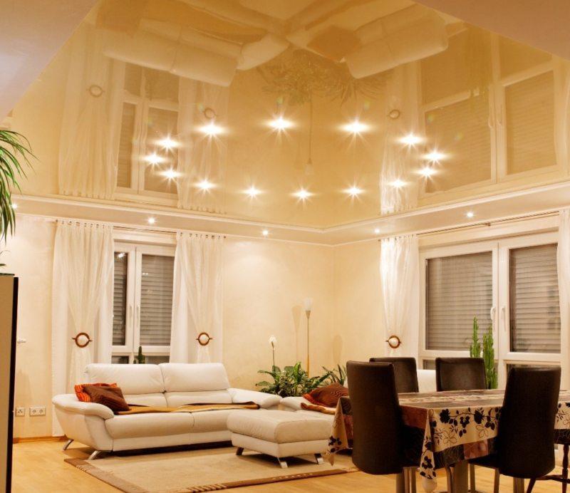 Натяжные потолки в гостиной (6)
