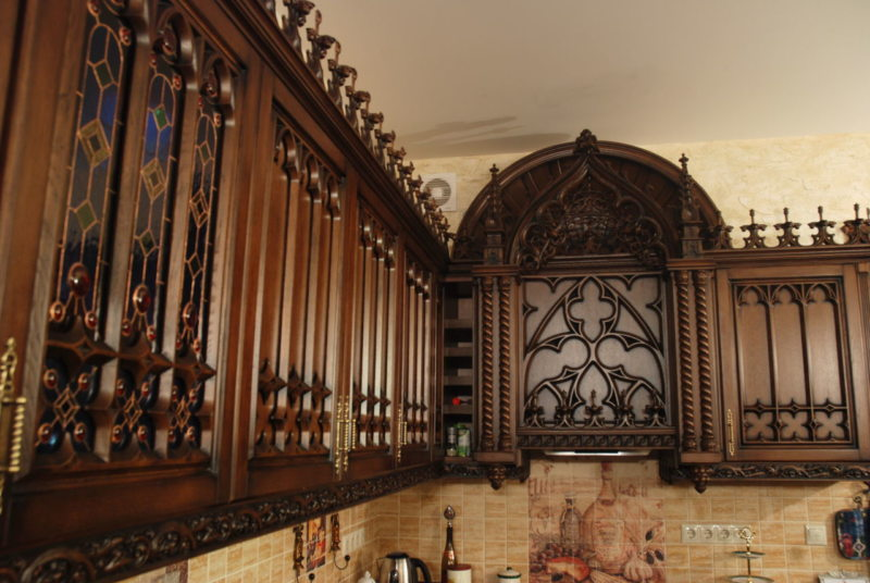 The kitchen is in the Gothic style (11)