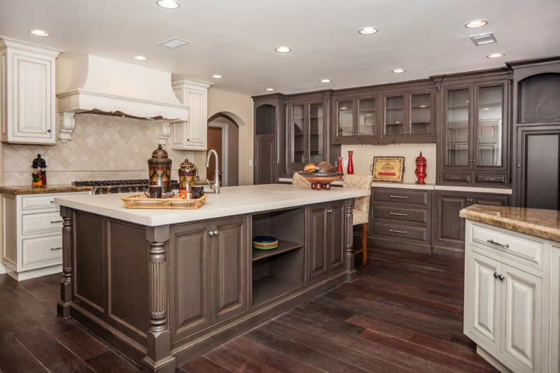 The kitchen is in the Gothic style (17)