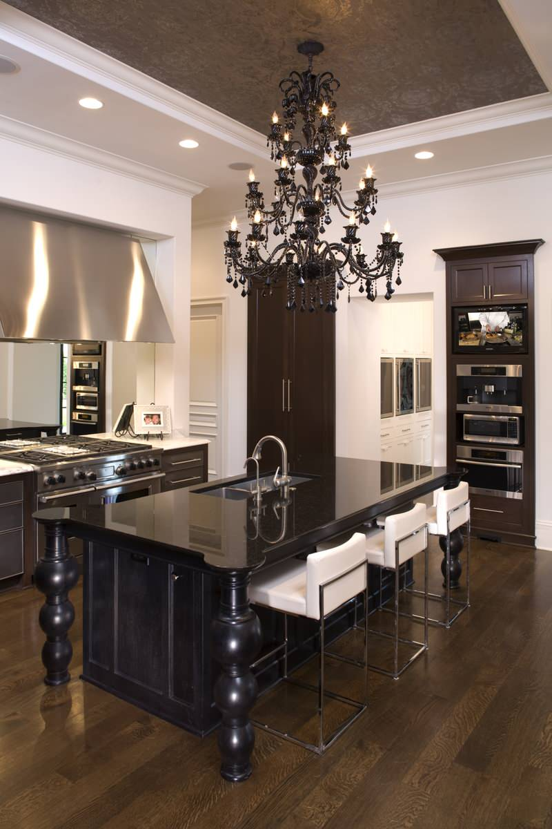 The kitchen is in the Gothic style (18)