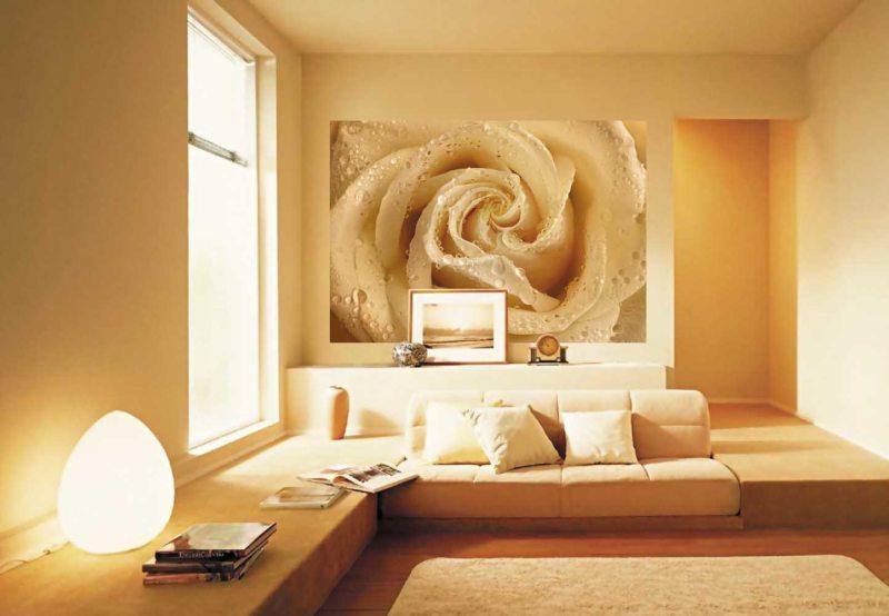 Розы в интерьере гостиной фото