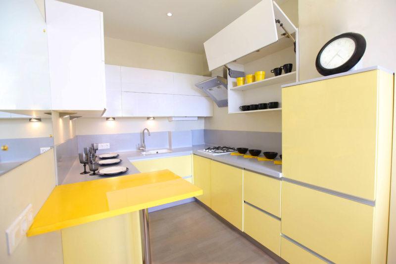 Лимонно белая кухня