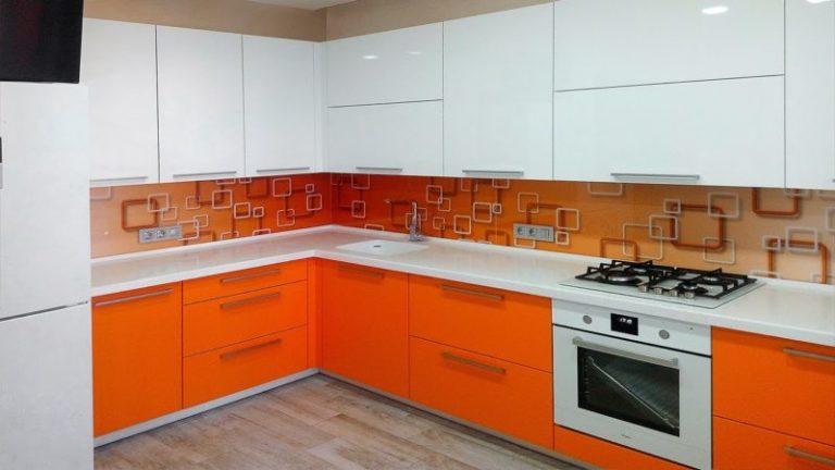 Кухня оранжевая с белым фото