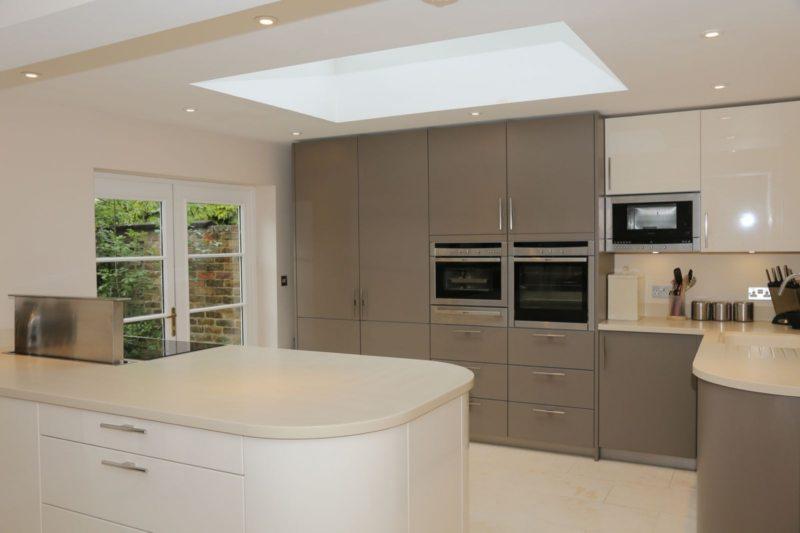 Дизайн кухни в бежево серых тонах фото