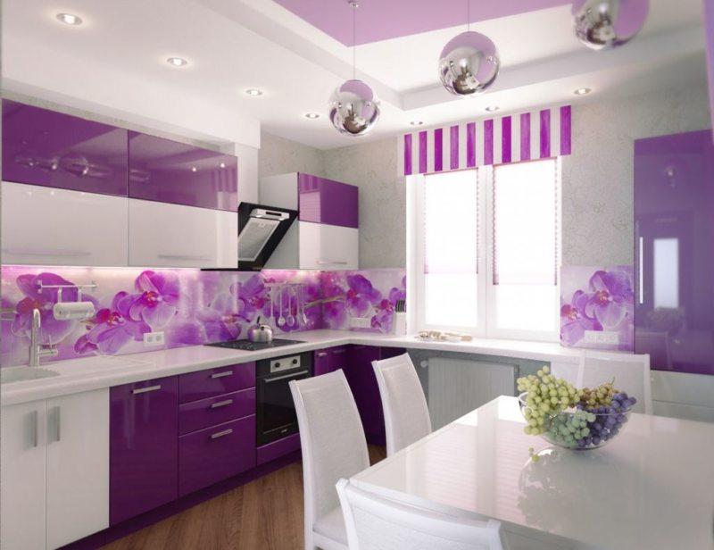 Фото фиолетовой кухни в интерьере