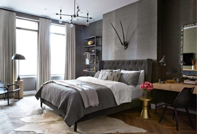 Bedroom with two windows (21)