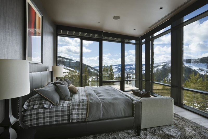 Bedroom with two windows 5 (10)