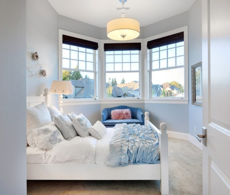 Bedroom with two windows 5 (9)