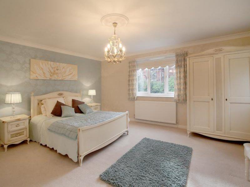 Beige bedroom (22)