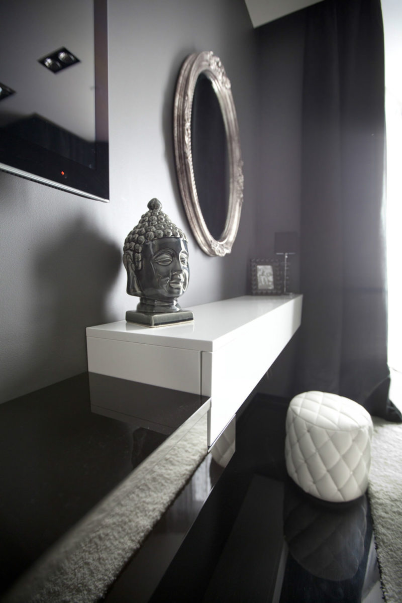 Black and white bedroom 9 (10)