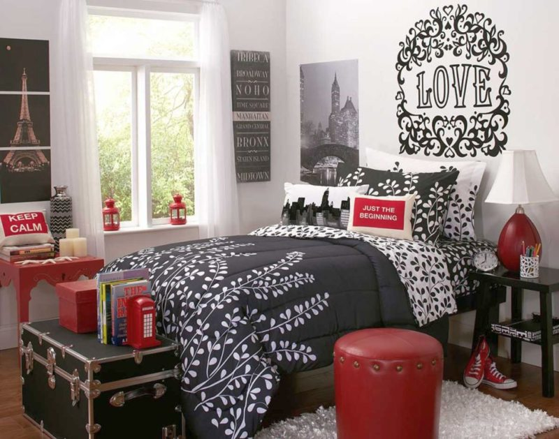 Black and white bedroom 9 (12)