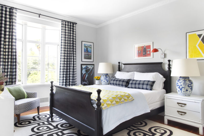 Black and white bedroom 9 (17)