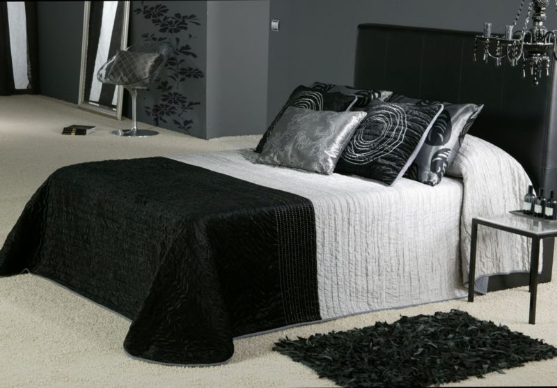 Black and white bedroom 9 (31)