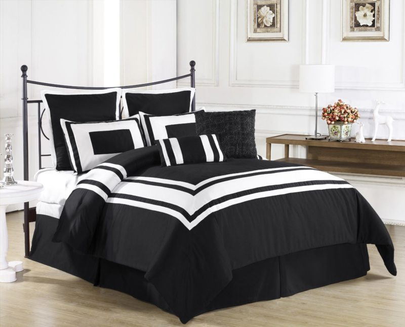 Black and white bedroom 9 (7)