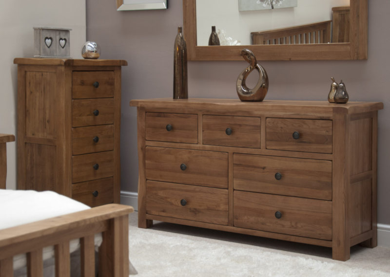 Chest of drawers in the bedroom (1)