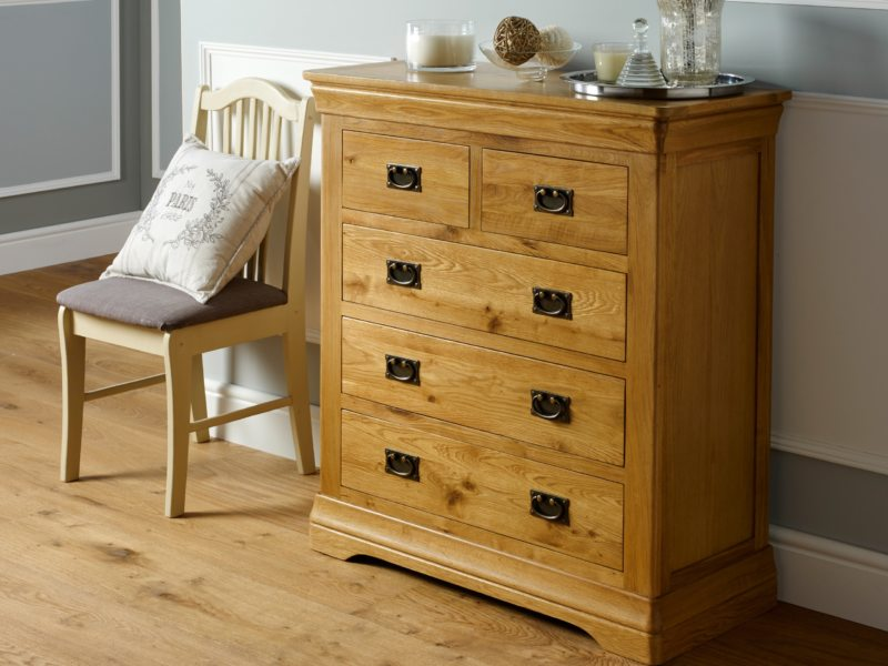 Chest of drawers in the bedroom (10)