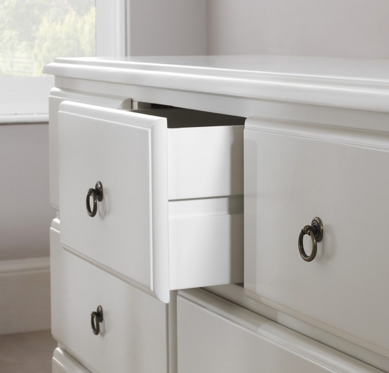 Chest of drawers in the bedroom (25)