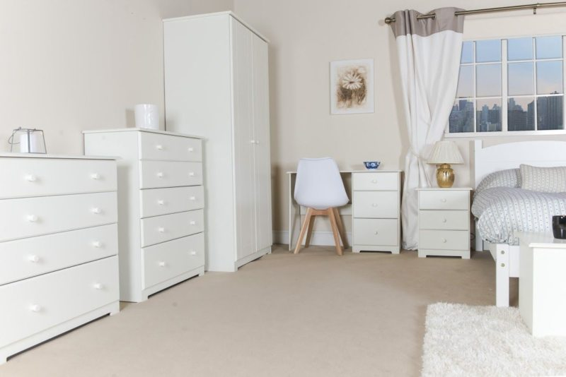 Chest of drawers in the bedroom (3)