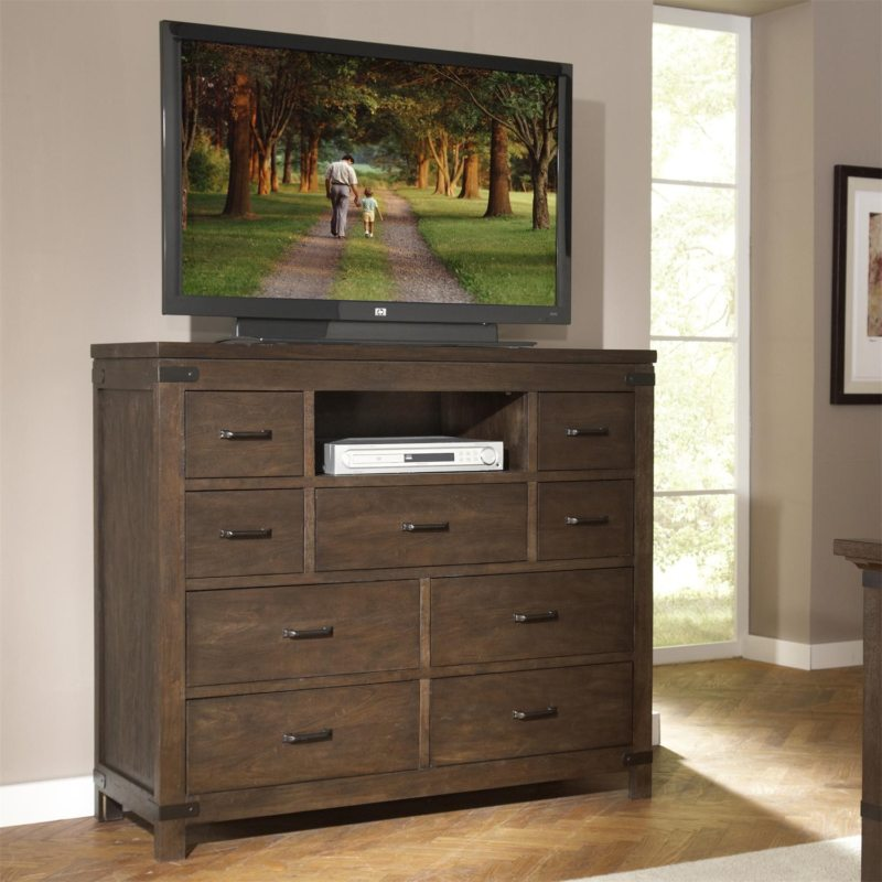 Chest of drawers in the bedroom (4)