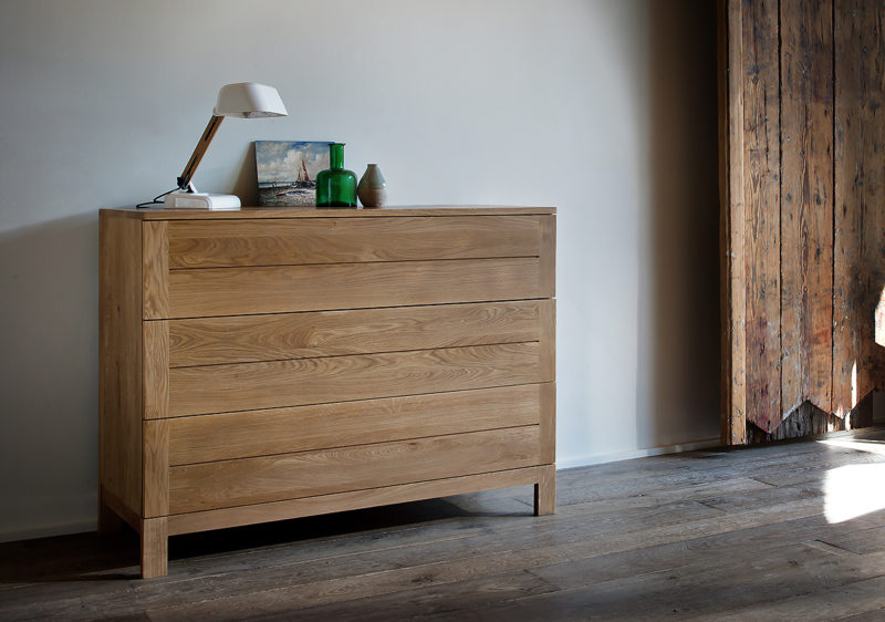 Chest of drawers in the bedroom (9)