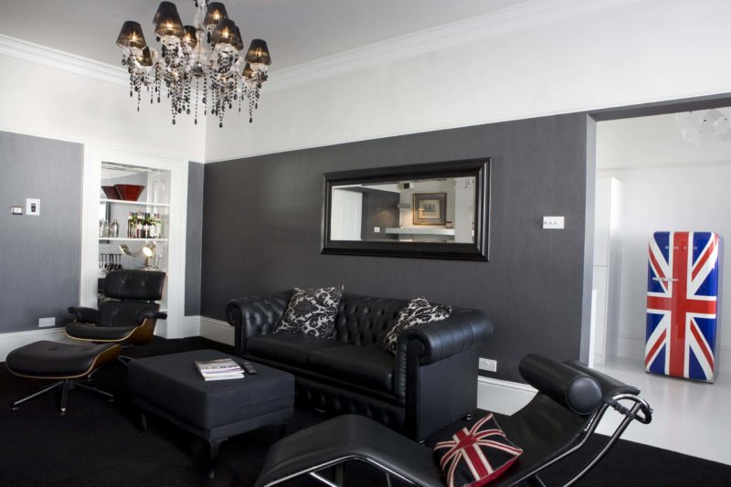 Leather seating living room (30)