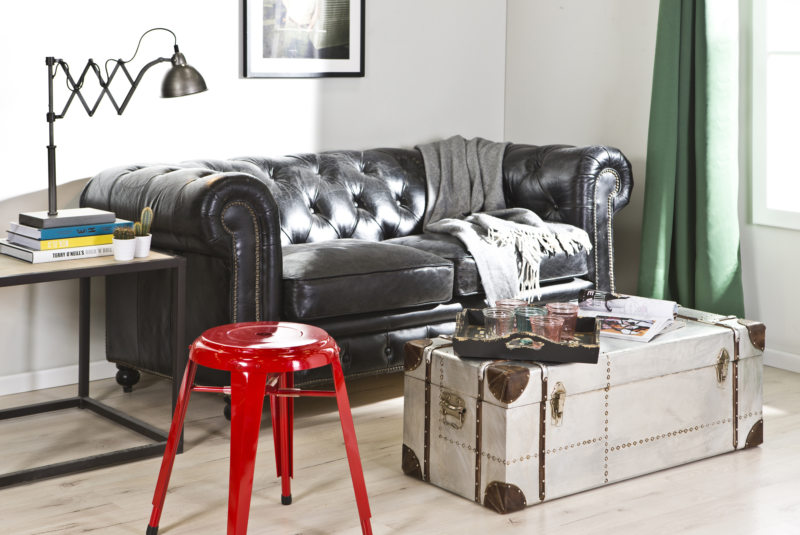 Leather seating living room (36)