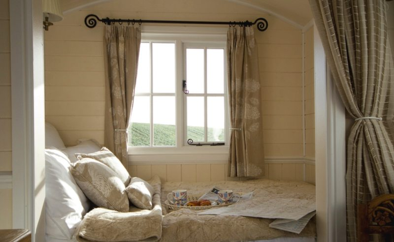 Long bedroom (2)