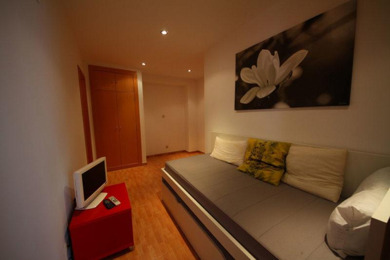 Long bedroom (29)