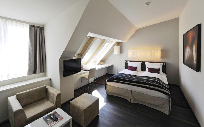 Long bedroom (30)