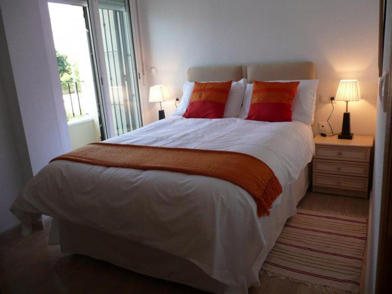 Long bedroom (31)