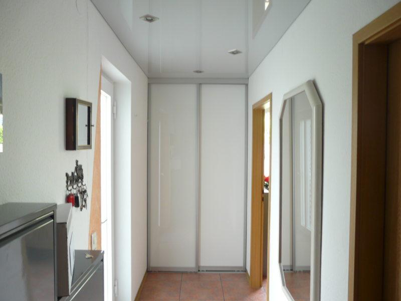 Натяжные потолки в прихожей (28)