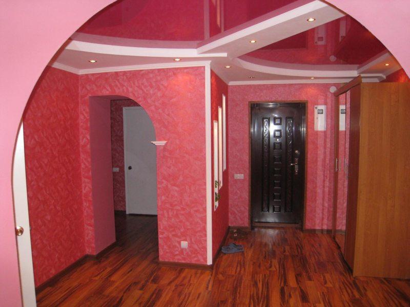 Натяжные потолки в прихожей (42)