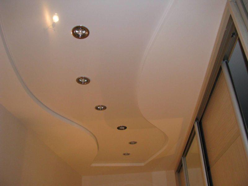 Натяжные потолки в прихожей (59)