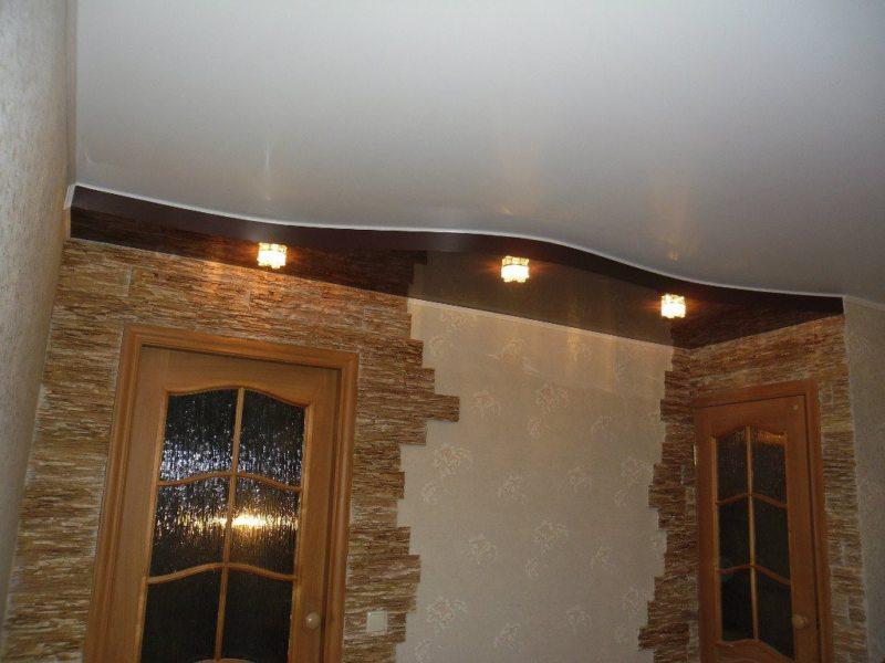 Натяжные потолки в прихожей (60)