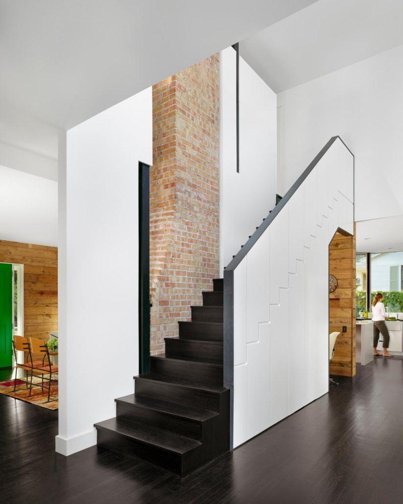 Пространство под лестницей (1)