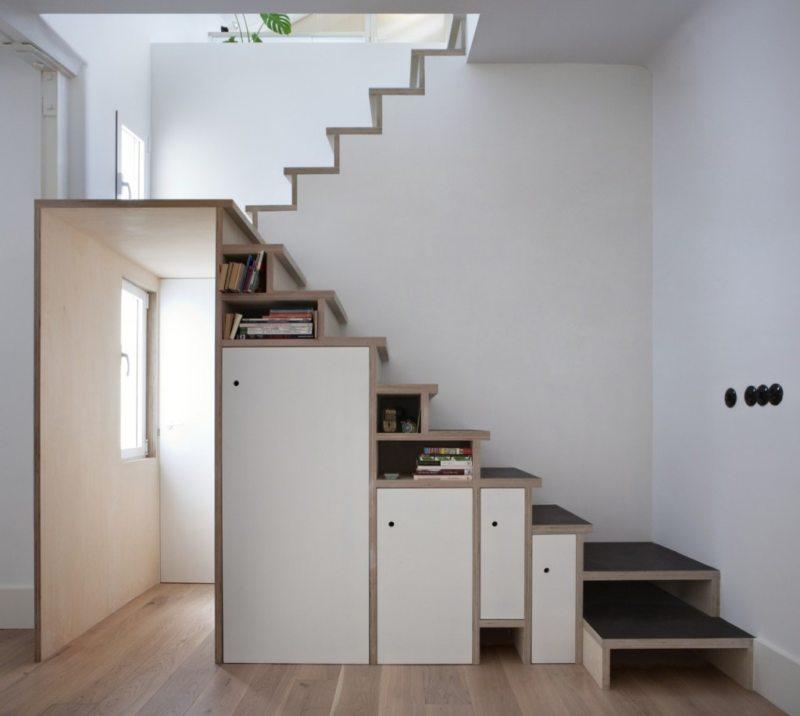 Пространство под лестницей (11)