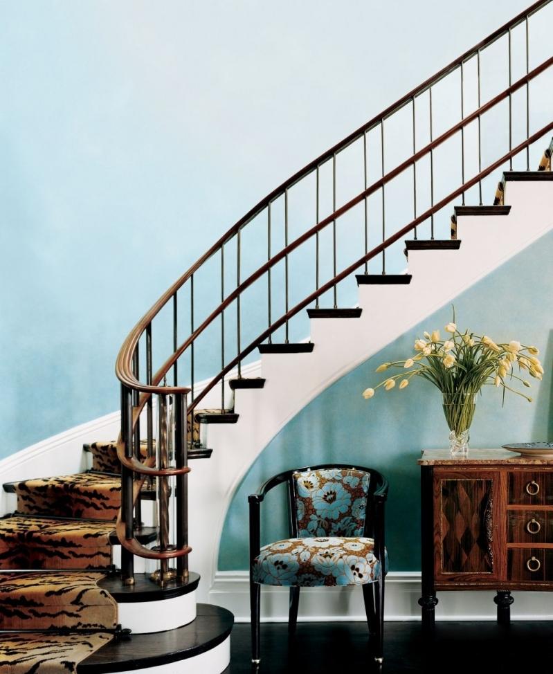 Пространство под лестницей (16)